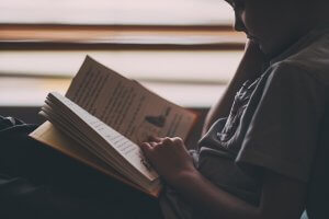 6 Kindergarten Reading Exercises to Make Your Child a Word Wizard